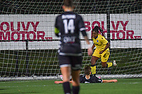 Esther Buabadi (24) of Club Brugge scores 0-1 and Club Brugge YLA can celebrate during a female soccer game between Sporting Charleroi and Club Brugge YLA on the sixth matchday in the 2021 - 2022 season of Belgian Scooore Womens Super League , friday 8 October 2021 in Marcinelle , Belgium . PHOTO SPORTPIX   STIJN AUDOOREN