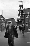 Snowdown Colliery Snowdown, Kent. 1976 Pithead coal miners come off an underground shift. 1970s Britain.<br /> <br /> Peter Jarvis in foreground.<br /> <br /> Caption names thanks to Darran Cowd<br /> Museum & Heritage Manager, Betteshanger Sustainable Parks,