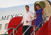 CARTAGENA - COLOMBIA, 09-02-2014: Enrique Peña  Nieto (Izq), presidente del Mexico a su arrivo en el aeropuerto Rafael Nuñez en Cartagena de Indias, previo a  la VIII Cumbre de la Alianza del Pacífico, que se desarrolla en el Centro de Convenciones de Cartagena./ Enrique Peña NIeto president of Mexico on his arrival at the Rafael Nuñez airport in Cartagena de Indias ahead of the VIII Summit Alianza del Pacifico at convention center in Cartagena, Colombia. Photo: VizzorImage /  Andres Piscov - SIG / HANDOUT PICTURE; MANDATORY EDITORIAL USE ONLY/