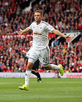 Pictured: Gylfi Sigurdsson of Swansea celebrating his goal.  Saturday 16 August 2014<br />