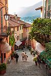 Italy, Lombardia, Bellagio: a perfect dream at Lake Como - old town stairway | Italien, Lombardei, Bellagio: traumhafte Lage an der Spitze der Halbinsel, die die zwei suedlichen Arme des Comer Sees trennt - Altstdtgasse mit vielen Treppenstufen