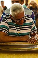 A música perde o compositor e cantor mestre Vieira.<br /> <br /> <br /> Mestre Curica, amigo de Vieira durante o velório.<br /> <br /> Joaquim Lima Vieira, o Mestre Vieira. foi velado por centenas de pessoas entre familiares, amigos e adimiradores no salao paroquial da igreja catolica de Barcarena. <br /> 03-02-18. <br /> Fotos: Maycon Nunes