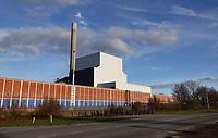 Nederland  Amsterdam-  2020. Hemweg centrale. Voormalige kolencentrale. Het uit 1952 daterende schakelgebouw met daarachter eenheid Hemweg 8.   Foto : ANP/ HH / Berlinda van Dam