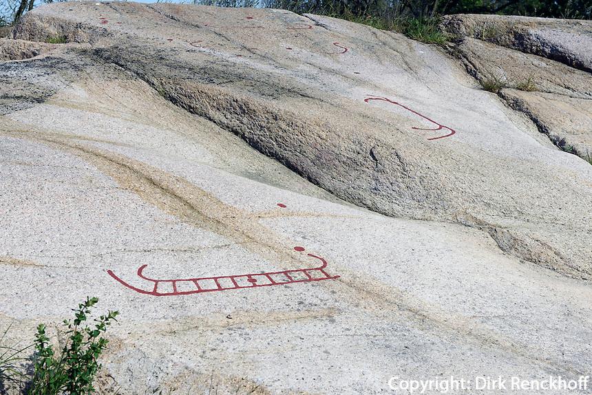 Felszeichnungen (Petroglyphen) von Madsebakke (Bronzezeit bis Eisenzeit) auf der Insel Bornholm, Dänemark, Europa<br /> Rock drawing (petroglyphes) at Madsebakke (Bronze Age to Iron Age), Isle of Bornholm Denmark
