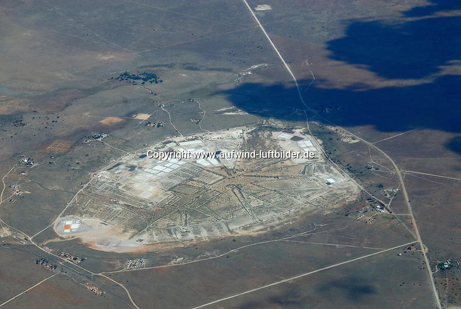 4415 / Salzgewinnung: AFRIKA, SUEDAFRIKA, 02.01.2007: Salt Lake, Salzgewinnung durch Verdunstung salzhaltiger Loesung.<br />Salinen oder Salzgarten. Salinitaet, Sole,