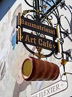 Baumstriezel Art Café, Rüdesheim, Hessen, Deutschland, Europa<br /> Baumstriezel Art Café, Rüdesheim, Hesse, Germany, Europe