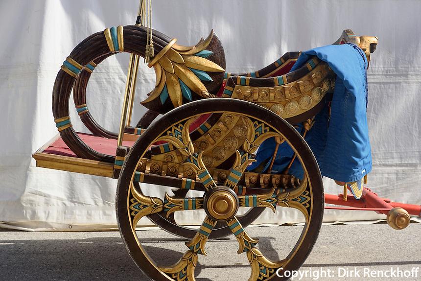 Pferdewagen der Bruderschaft Paso Azul für die Prozession der Semana Santa (Karwoche) in Lorca,  Provinz Murcia, Spanien, Europa