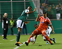 PALMIRA - COLOMBIA, 18-10-2018: Carlos Carbonero (Izq) del Deportivo Cali disputa el balón con Daniel Buitrago (Der) de América de Cali durante partido por la fecha 15 de la Liga Aguila II 2017 jugado en el estadio Palmaseca de Cali. / Carlos Carbonero (L) player of Deportivo Cali fights for the ball with Daniel Buitrago (R) player of America de Cali during match for the date 15 of the Aguila League II 2017 played at Palmaseca stadium in Cali.  Photo: VizzorImage/ Nelson Rios / Cont