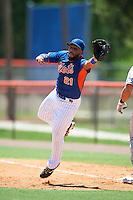 GCL Mets first baseman Carlos Sanchez (21) stretches for a throw during a game against the GCL Marlins on August 12, 2016 at St. Lucie Sports Complex in St. Lucie, Florida.  GCL Marlins defeated GCL Mets 8-1.  (Mike Janes/Four Seam Images)