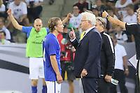 Alexander Ring (Finnland) mit Nationaltrainer Hans Backe (Finnland) - Deutschland vs. Finnland, Borussia Park, Mönchengladbach