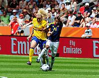 Fifa Women's World Cup Germany 2011 : Colombia - Sweden at Bayarena Leverkusen : Lisa Dahlkvist in duel met Kelis Peduzine.foto DAVID CATRY / Vrouwenteam.be