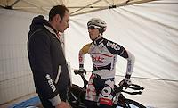 3 Days of De Panne.stage 3b: De Panne-De Panne TT..Erik Zabel (DEU) checking up on Vincente Reynes (ESP) before the TT..