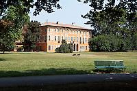 Milano, quartiere Affori, periferia nord. Parco Villa Litta --- Milan, Affori district, north periphery. Villa Litta Park