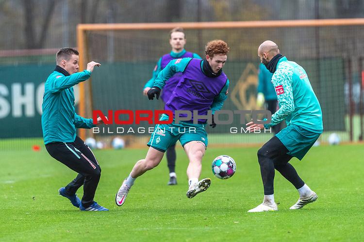 17.11.2020, Trainingsgelaende am wohninvest WESERSTADION - Platz 12, Bremen, GER, 1.FBL, Werder Bremen Training<br /> <br /> <br /> Niklas Moisander (Werder Bremen #18 Kapitaen)<br /> Joshua Sargent (Werder Bremen #19)<br /> Ömer / Oemer Toprak (Werder Bremen #21)<br /> Querformat<br />  ,Ball am Fuss, <br /> Querformat<br /> <br /> <br /> Foto © nordphoto / Kokenge