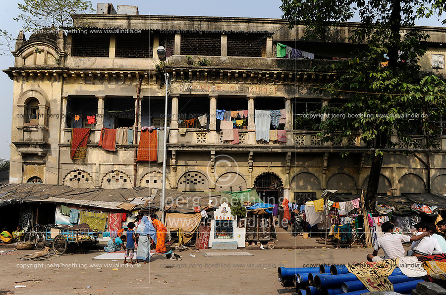INDIA Westbengal, Kolkata, old palace from british colonial time in Kumartuli / INDIEN, Westbengalen, Kolkata, alter Palast aus der britischen Kolonialzeit