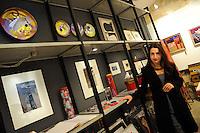 Artisti a San Lorenzo , quartiere storico di Roma. .Hudesa Kaganow, architetto, scultrice e pittrice nel suo studio..Artists in San Lorenzo, historic district of Rome. .Hudesa Kaganow, architect, sculptor and painter in his studio........