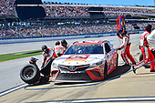 Monster Energy NASCAR Cup Series<br /> GEICO 500<br /> Talladega Superspeedway, Talladega, AL USA<br /> Sunday 7 May 2017<br /> Matt Kenseth, Joe Gibbs Racing, Circle K Toyota Camry, makes a pit stop<br /> World Copyright: John K Harrelson<br /> LAT Images<br /> ref: Digital Image 17TAL1jh_04864