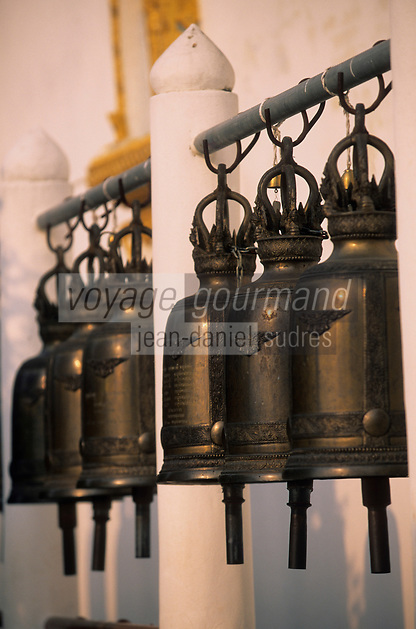 Asie/Thaïlande/Env de Chiang Mai/Parc National de Doi Suthep-Doi Pui : Sanctuaire du Wat Phra That Doi Suthep dans la montagne Doi Suthep (Fondé en 1383 pour abriter de précieuses reliques) - Détail des cloches qui servaient à appeler les moines