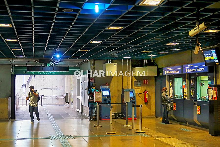 Transporte metroviario. Estação Sumaré. São Paulo. 2021 Foto de Juca Martins.
