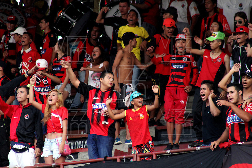 CUCUTA - COLOMBIA -23 -03-2015: Los hinchas de Cucuta Deportivo animan a su equipo durante partido entre Cucuta Deportivo y Alianza Petrolera por la fecha 11 de la Liga Aguila I-2015, jugado en el estadio General Santander de la ciudad de Cucuta.  / The fans of Cucuta Deportivo cheer for their team during a match between Cucuta Deportivo and Alianza Petrolera for the date 11 of the Liga Aguila I-2015 at General Santander Stadium in Cucuta city, Photo: VizzorImage / Manuel Hernandez / Str.