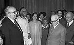 GIAN CARLO PAJETTA, GIOVANNI SPADOLINI E SANDRO PERTINI   PREMIERE  DELL'OTELLO CON VITTORIO GASSMAN E PAMELA VILLORESI    1982