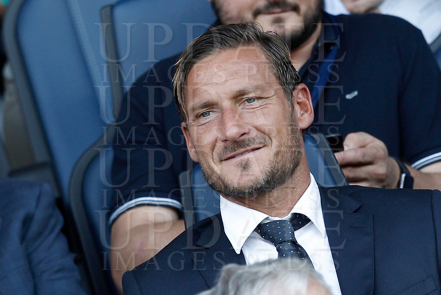 Calcio, Serie A: Bergamo, 20 agosto 2017. <br /> AS Roma's former captain Francesco Totti waits for the start of the Italian Serie A football match between Atalanta and Roma at Bergamo's Atleti Azzurri d'Italia stadium. August 20, 2017.<br /> UPDATE IMAGES PRESS/Isabella Bonotto