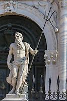 Italie, Vénétie, Venise:   Porte terrestre de l'Arsenal de Venise, statue de  Neptune, signé de Giovanni Antonio Comino  // Italy, Veneto, Venice: