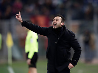Calcio, Serie A: AS Roma - Benevento, Roma, stadio Olimpico, 11 gennaio 2018.<br /> Benevento's coach Roberto De Zerbi speaks to his players during the Italian Serie A football match between AS Roma and Benevento at Rome's Olympic stadium, February 11, 2018.<br /> UPDATE IMAGES PRESS/Isabella Bonotto
