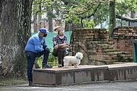 CALI - COLOMBIA, 01-06-2020: Dos hombres acompañados de un perrro dialogan en Cali durante el día 69 de la cuarentena total obligatoria en el territorio colombiano causada por la pandemia  del Coronavirus, COVID-19. / Two men with a pet dialogue in the city of Cali during the day 69 of mandatory total quarantine in Colombian territory caused by the Coronavirus pandemic, COVID-19. Photo: VizzorImage / Gabriel Aponte / Staff