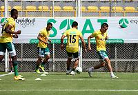 BOGOTA - COLOMBIA, 13-02-2021: Jugadores de La Equidad calientan previo al partido entre La Equidad y Millonarios F. C., de la fecha 6 por la Liga BetPlay DIMAYOR I 2021, jugado en el estadio Metropolitano de Techo en la ciudad de Bogota.  / Players of La Equidad warm up prior a match between La Equidad and Millonarios F. C., 6th date for BetPlay DIMAYOR I 2021 League at the Metropolitano de Techo stadium in Bogota city. Photo: VizzorImage / Daniel Garzon / Cont.