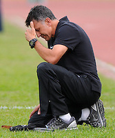 ITAGÜI -COLOMBIA, 03-07-2013. Juan Carlos Osorio, director técnico de Atletico Nacional durante partido en el Estadio Metropolitano Ditaires la ciudad de Itagüi, julio 3 de 2013. Itagüi Ditaires y Atletico Nacional disputan partido de la fecha 5 de las semifinales de la Liga Postobón I. (Foto: VizzorImage / Luis Rios / Str.)  Juan Carlos Osorio, coach of Atletico Nacional during match in the Metropolitano Ditaires Stadium in Itagüi city on July 3, 2013. Itagüi Ditaires and Atletico Nacional in a game of the 5th date of the semifinals of Postobon I League (Photo: VizzorImage / Luis Rios / Str)