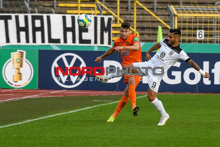 12.09.2020, Donaustadion, Ulm, GER, DFB Pokal, SSV Ulm 1846 Fussball vs FC Erzgebirge Aue, <br /> DFL REGULATIONS PROHIBIT ANY USE OF PHOTOGRAPHS AS IMAGE SEQUENCES AND/OR QUASI-VIDEO, <br /> im Bild Tom Baumgart (Aue, #8), Burak Coban (Ulm, #9)<br /> <br /> Foto © nordphoto / Hafner
