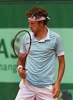 26-05-11, Tennis, France, Paris, Roland Garros , Robin Haase baalt, hij verliest kansloos in de tweede ronde
