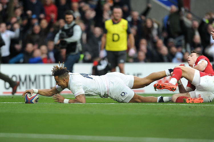Anthony Watson of England scores a try at full stretch during the Guinness Six Nations match between England and Wales at Twickenham Stadium on Saturday 7th March 2020 (Photo by Rob Munro/Stewart Communications)