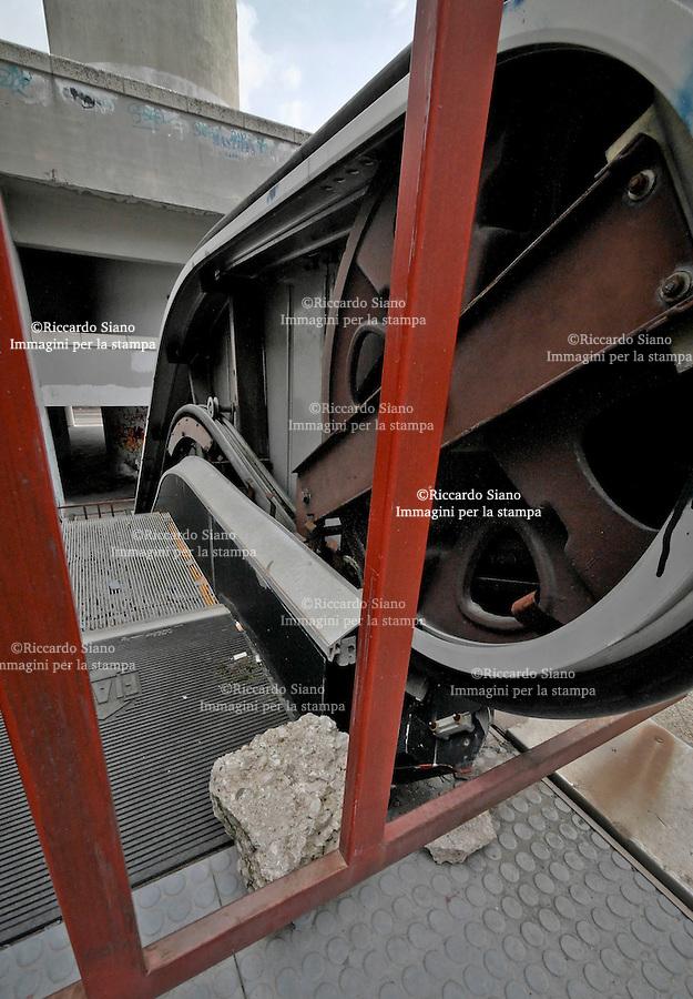 - NAPOLI 23 OTT 2014 -  Centro direzionale di Napoli scale mobili fuori uso.