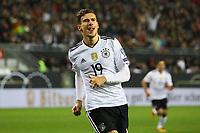 celebrate the goal, Torjubel zum 1:0 von Leon Goretzka (Deutschland Germany) - 08.10.2017: Deutschland vs. Asabaidschan, WM-Qualifikation Spiel 10, Betzenberg Kaiserslautern