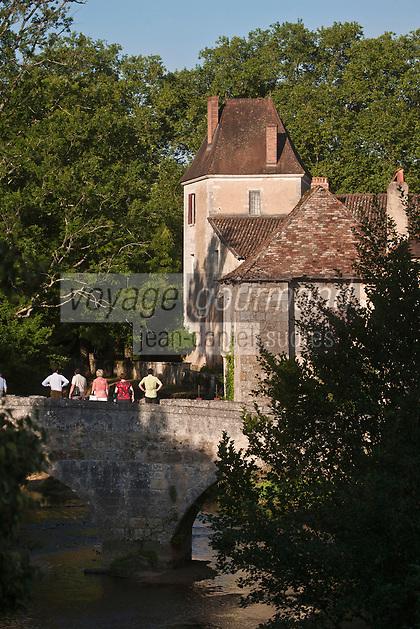 Europe/France/Aquitaine/24/Dordogne/Saint-Jean-de-Côle: Le pont médiéval enjambe la Côle - Plus Beaux Villages de France