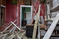 Abandoned house interior and exterior - Molt MT - 17 Mar 2016