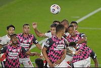 BUENOS AIRES - ARGENTINA, 19-05-2021: Jugadores de River Plate (ARG) y el Independiente Santa Fe (COL) en accion durante partido del grupo D de la fase de grupos fecha 5 entre River Plate (ARG) y el Independiente Santa Fe (COL) por la Copa CONMEBOL Libertadores 2021 en el estadio Monumental Antonio Vespucio Liberti de la ciudad de Buenos Aires. / Players of River Plate (ARG) Independiente Santa Fe (COL), in action during a match of the group D for the group phase, 5th date between between River Plate (ARG) and Independiente Santa Fe (COL) for the Copa CONMEBOL Libertadores 2021 at the Monumental Antonio Vespucio Liberti Stadium in Buenos Aires city. / Photo: VizzorImage / Fotobaires / Javier Gonzalez Toledo / Cont.