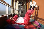 Milano 2 Emilio Fede sul terrazzo di casa fa ginnastica, Emilio Fede working out on his house terrace