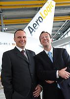 Pressekonferenz und Eröffnungszeremonie der Zusammenarbeit von DHL und Lufthansa Cargo als AeroLogic - Luftfracht Air Cargo Post - mit 8 Boeing 777 (B777F) wird begonnen -  im Bild: Thomas Pusch (AeroLogic Gesch?ftsf?hrer) und Thomas Papke ( AeroLogic Gesch?ftsf?hrer)(rechts) vor der ersten Maschine . Foto: Norman Rembarz..