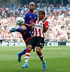 Nederland, Eindhoven, 30 augustus 2015<br /> Eredivisie<br /> Seizoen 2015-2016<br /> PSV-Feyenoord<br /> Karim El Ahmadi (l.) en Adam Maher van PSV strijden in een duel om de bal.