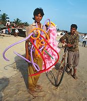 Indien, Strand von Baga (Goa), Verkauf von Zuckerwatte