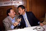 """ALBERTO SORDI E FRANCESCO RUTELLI FESTEGGIANO IL COMPLEANNO DI ENTRAMBI AL RISTORANTE """"PERILLI"""" ROMA 1998"""