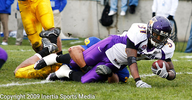BROOKINGS, SD - OCTOBER 24TH : South Dakota State's Derek Domino #39 wraps up and brings down Derrick Law #31 of Northern Iowa at Coughlin Alumni Stadium Saturday afternoon. (Photo by Ty Carlson/Inertia)