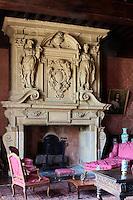 Europe/France/Aquitaine/64/Pyrénées-Atlantiques/Pays-Basque/Mauléon-Licharre: Le château de Maytie dit d'Andurain - Le salon avec sa cheminée sculptée