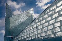 """Amérique/Amérique du Nord/Canada/Québec/ Québec: Le """"Palais de Glace"""" lors du Carnaval de Québec sur la place de l'Assemblée Nationale  dit aussi Palais de Bonhomme"""