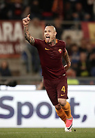 Calcio, Serie A: Roma vs Juventus. Roma, stadio Olimpico, 14 maggio 2017. <br /> Roma's Radja Nainggolan celebrates after scoring during the Italian Serie A football match between Roma and Juventus at Rome's Olympic stadium, 14 May 2017. Roma won 3-1.<br /> UPDATE IMAGES PRESS/Isabella Bonotto