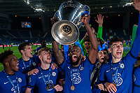 The Chelsea team celebrate after winning the UEFA Champions League Final match between Manchester City and Chelsea at The Estdio do Drago, Porto, Portugal on 29 May 2021. PUBLICATIONxNOTxINxUK Copyright: xAndyxRowlandx PMI-4238-0214<br /> Oporto 29/05/2021 <br /> Champions League Final <br /> Manchester City Vs Chelsea <br /> Photo Imago/Insidefoto <br /> ITALY ONLY