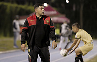 RIONEGRO - COLOMBIA, 06-11-2020: Francesco Stifano técnico del Rionegro gesticula durante partido por la fecha 18 entre Rionegro Águilas y Cúcuta Deportivo como parte de la Liga BetPlay DIMAYOR I 2020 jugado en el estadio Alberto Grisales de la ciudad del Rionegro. / Francesco Stifano coach of Rionegro gestures during Match for the date 18 between Rionegro Aguilas and Cucuta Deportivo as part BetPlay DIMAYOR League I 2020 played at Alberto Grisales stadium in Rionegro city. Photo: VizzorImage / Juan Augusto Cardona / Cont